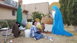Pam pintando el Nacimiento