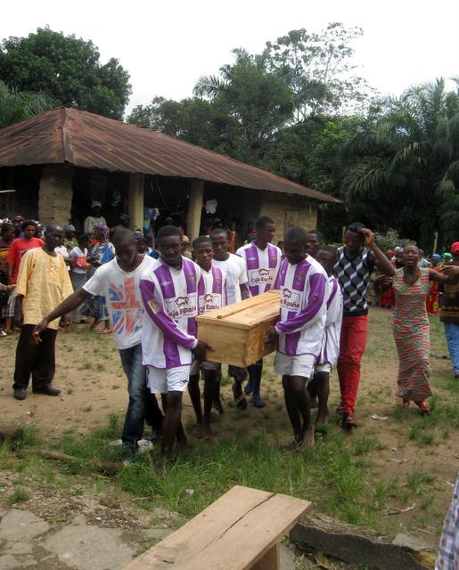 La camiseta del R. Valladolid de (triste) actualidad en la Sierra Leona del ébola Img_6944