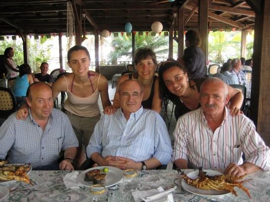 abuelo y nietas